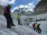 <h5>Mer de Glace in Chamonix</h5><p>Szenenwechsel: Eiskurs auf dem Mer de Glace in Chamonix. Hier: Vermittlung von Grundelementen der Steigeisentechnik an Anfänger.</p>
